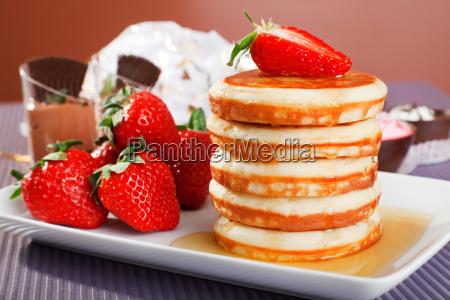 pfannkuchen mit honig und erdbeeren pfannkuchen