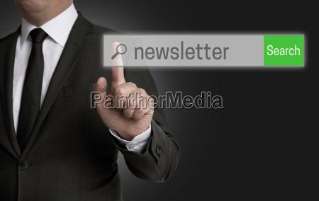 newsletter internet browser wird von geschaeftsmann