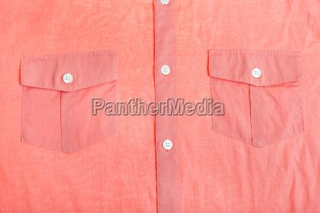 taschen und knoepfe roten hemd nahaufnahme