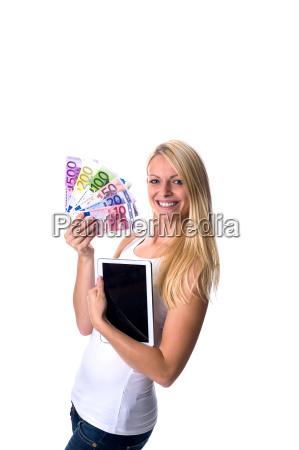 blondine mit euro scheinen und tablet
