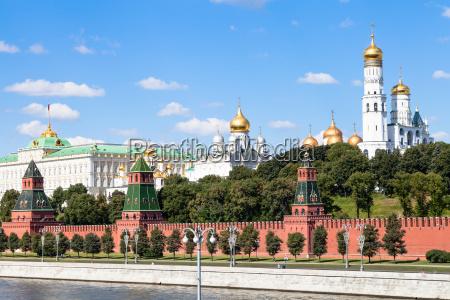 kathedralen und staatspalast in moskau kreml