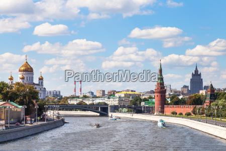 bolshoy kamenny bridge on moskva river