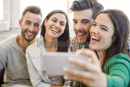 ein selfie mit freunden