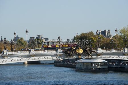 bigbusparis auf pont alexandre iii paris