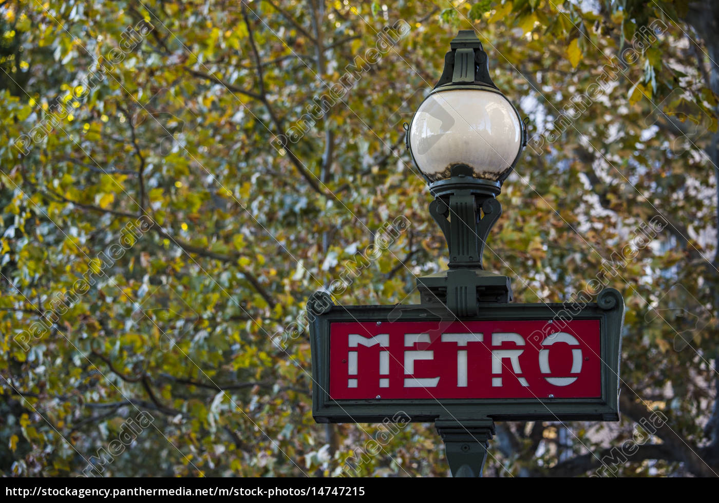 metro schild mit laterne paris lizenzfreies bild 14747215 bildagentur panthermedia. Black Bedroom Furniture Sets. Home Design Ideas