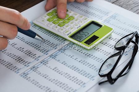 personellen analysieren buchhaltungsdokument