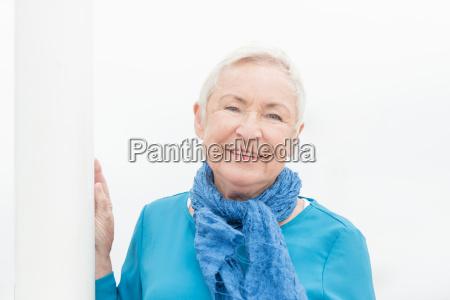 glueckliche seniorin