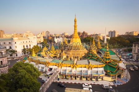 sule pagode im zentrum von yangon