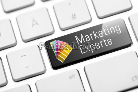 marketing experte taste auf weisser tastatur