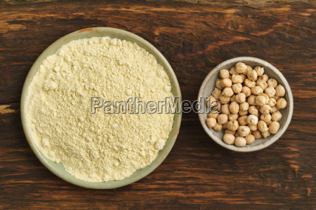 chick peas and chick pea flour