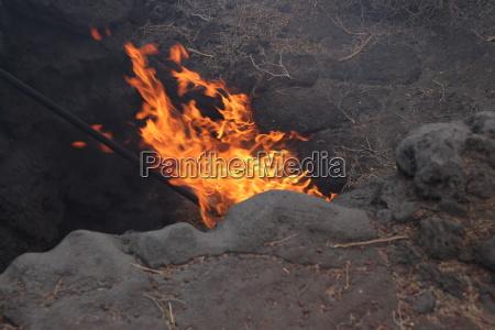 ein brennender heuballen auf lanzarote