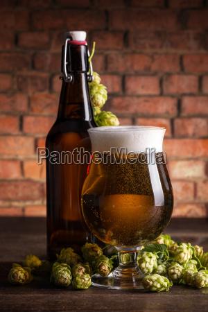 flasche und glas bier