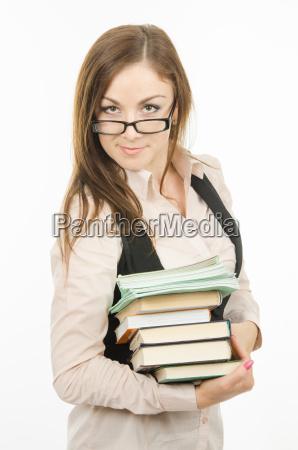 portraet eines lehrers mit einem haufen