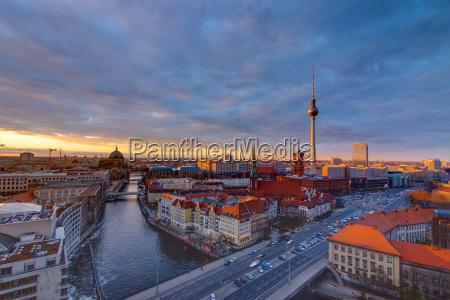 downtown berlin mit dem fernsehturm bei