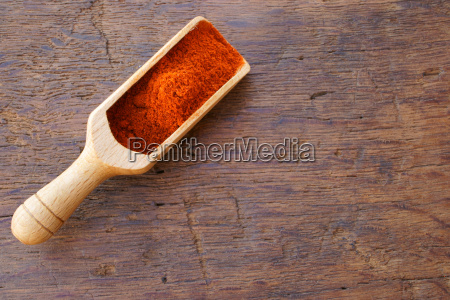 chilipulver on small spice scoop