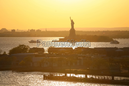 liberty statue silhouette in new york