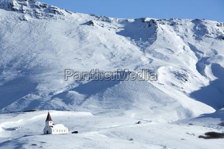 kirche von vik im winter island