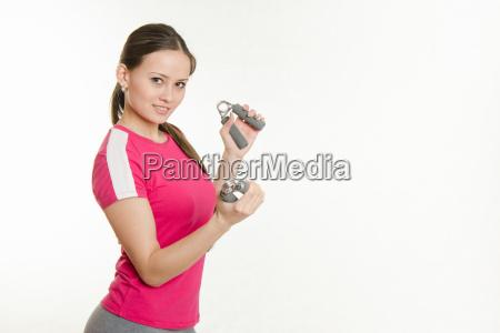 sportlerin muskeln der hand schuettelt beide