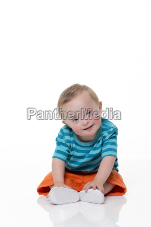 glueckliches baby down syndrom