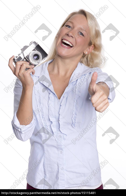 junge, frau, hält, eine, analoge, kamera - 15115481