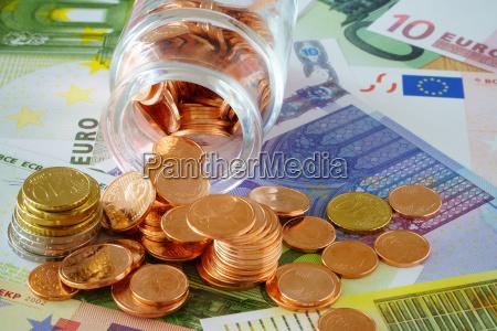 muenzen im glasfaeschchen und euro geldscheine