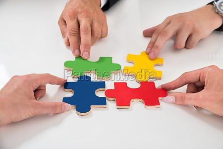 menschen montage puzzle pieces