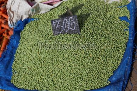 erbsen auf einem markt in antananarivo