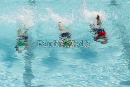 maedchen schwimmunterricht