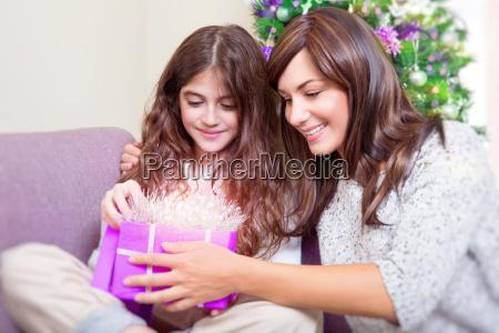oeffnen sie weihnachtsgeschenk