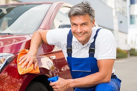 maennliche arbeitnehmer reinigung red car