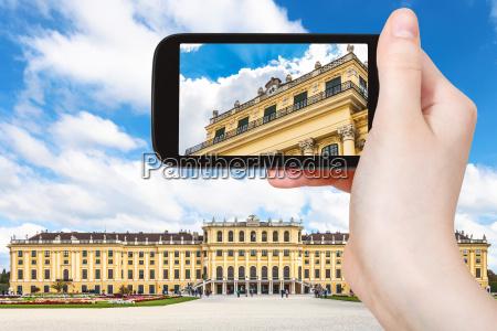 touristische momentaufnahme von schloss schoenbrunn in