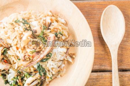 kueche kochen kocht kochend basilikum tintenfisch