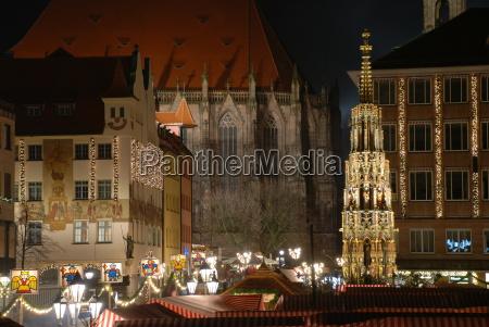 christkindlesmarkt nuremberg nuernberg hauptmart beautiful fountain