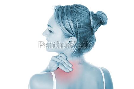 frau leiden unter schulterschmerzen ueber weissem