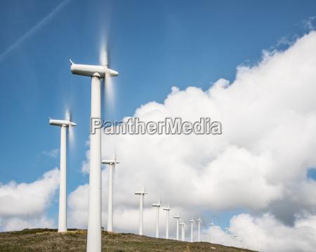 onshore windkraftraeder zur stromerzeugung in windpark