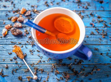 blaue tasse mit tee