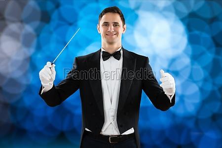 happy music dirigent halten baton