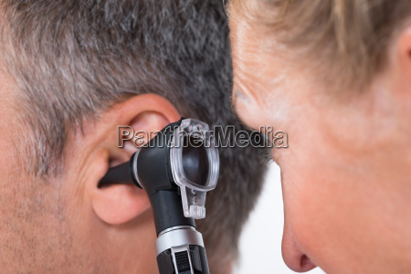 arzt aerztliche untersuchung ear patienten