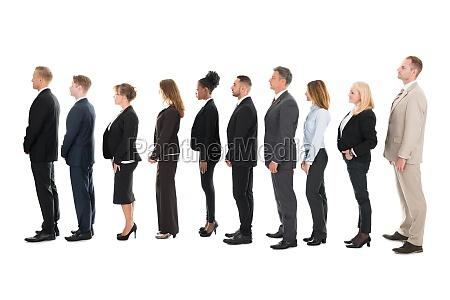 seitenansicht der business team steht in