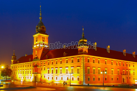 royal castle at night in warsaw