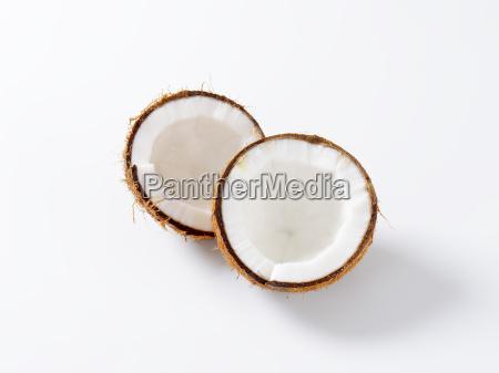 halbierte frische kokosnuss