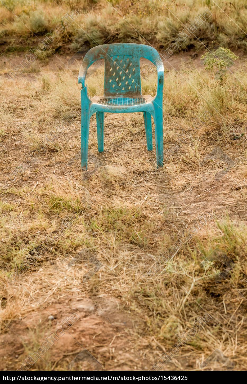 Grungy Verlassen Kunststoff 15436425 Grüner Retro Stuhl Beschädigte Stockfoto 0kZNO8XnPw