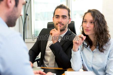 attraktiver chef der interview mit seinem
