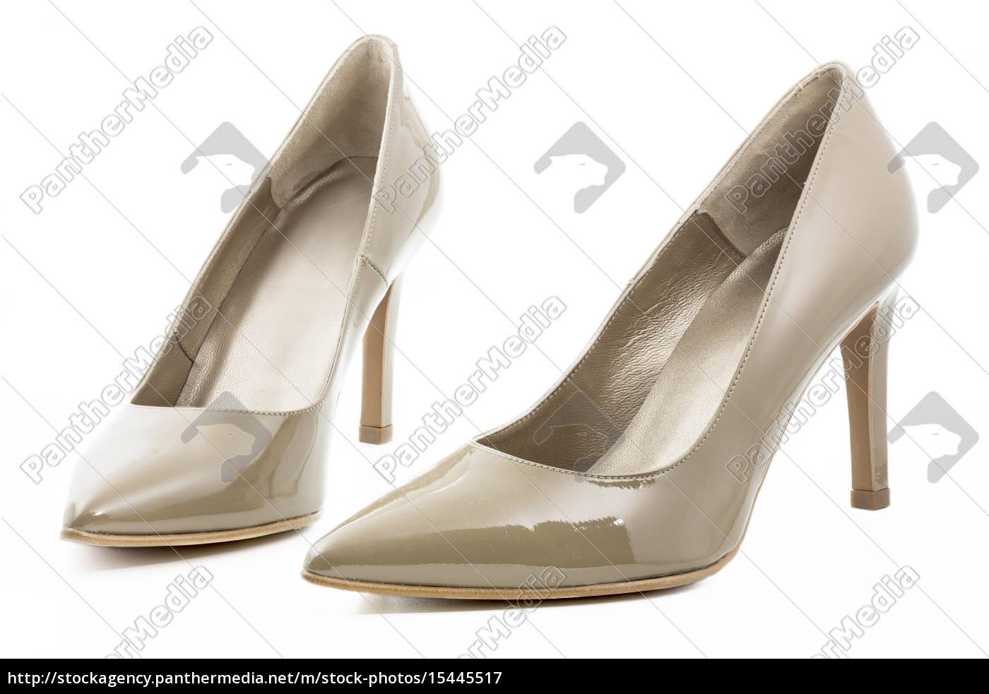separation shoes ca73b 2ce80 Lizenzfreies Bild 15445517 - Stöckelschuhe in beige auf weißem Hintergrund