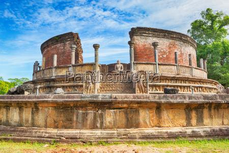 the polonnaruwa vatadage