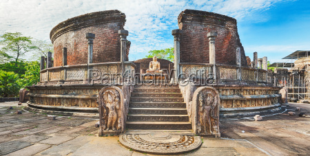 the polonnaruwa vatadage panorama