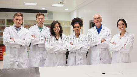 medizinstudenten und lehrbeauftragter an der kamera