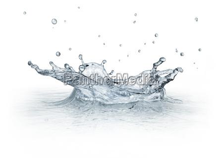 spritzwasser isoliert auf weissem hintergrund