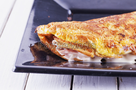 omelette with cheese and ham