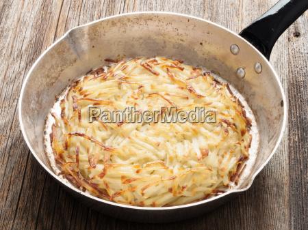 rustikale schweizer kartoffelroesti